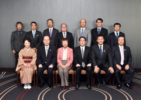 岸田外務大臣 記念写真 玉虫塗 佐浦康洋